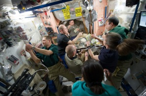sts131-iss-repas